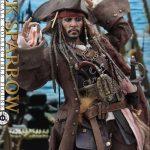 Hot-Toys---POTC5---Jack-Sparrow-collectible-figure_PR12