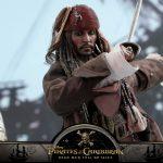 Hot-Toys---POTC5---Jack-Sparrow-collectible-figure_PR17