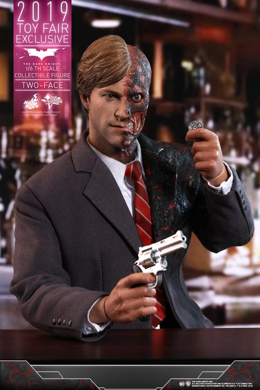 Hot-Toys---TDK---Two-Face-collectible-figure_PR15